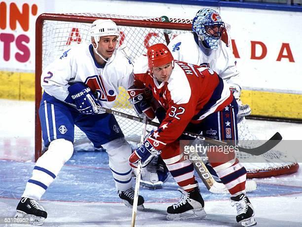 Washington's Dale Hunter battles Quebec's Sylvain Lefebvre for position in front of goalie Stephan Fiset during late season contest