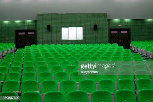 座席を備えたオーディトリアムもございます。 : ストックフォト