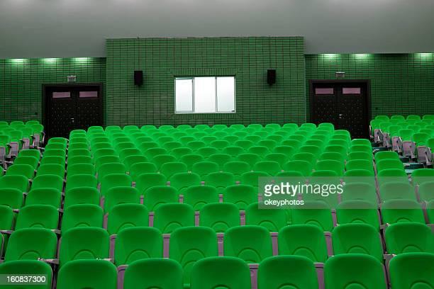 Asientos en un auditorio.