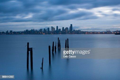 Seattle cityscape, Elliot Bay, Puget Sound, Washington : ストックフォト