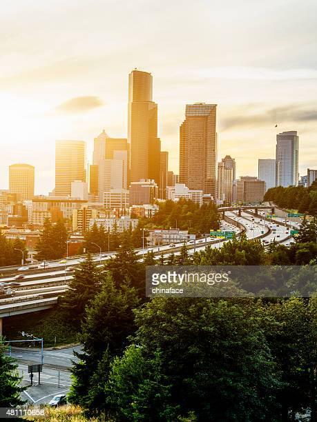 Seattle erreichen. Das Seattle Washington skyline bei Sonnenuntergang