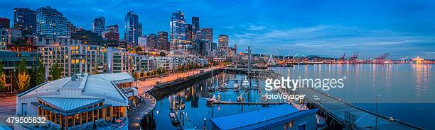 Puerto de Seattle waterfront apartments rascacielos al atardecer iluminado vista panorámica de Washington, Estados Unidos