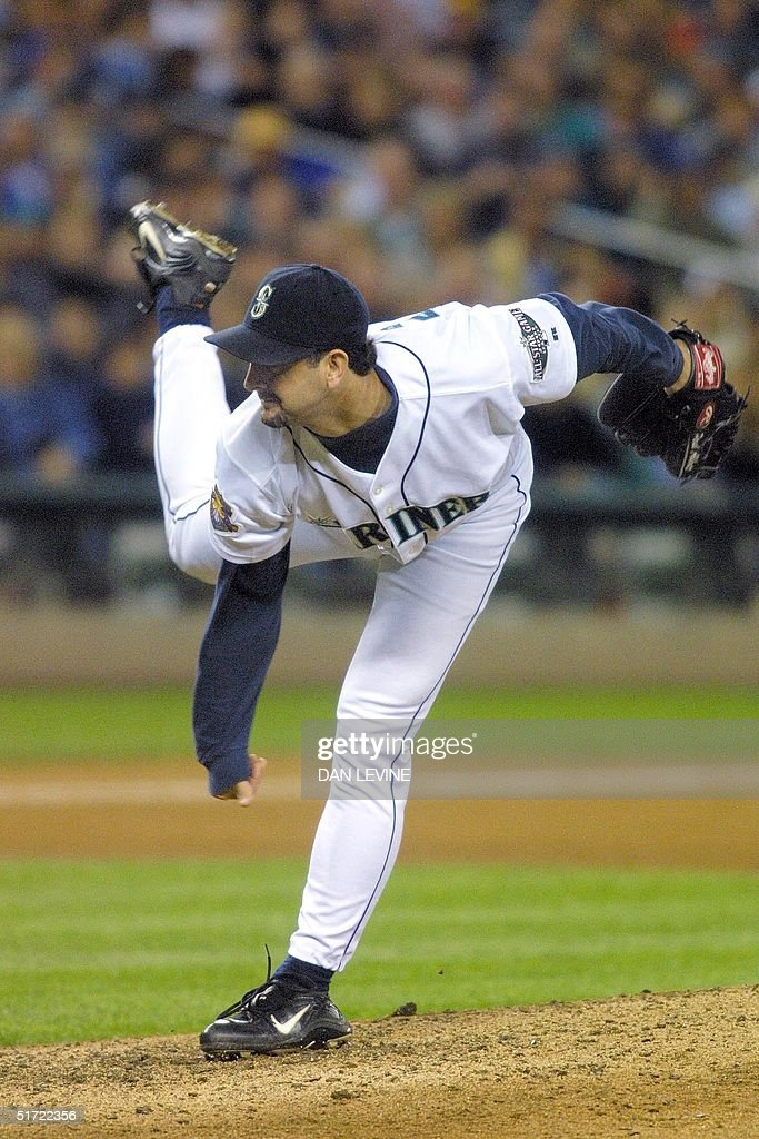 Seattle Mariner pitcher Paul Abbott fires a pitch during fifth inning play of his game against the Baltimore Orioles in Seattle WA 07 September 2001...