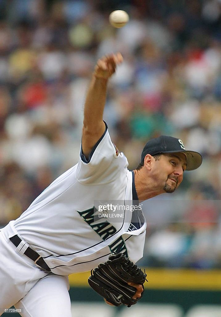 Seattle Mariners' pitcher Paul Abbott delivers a pitch during fifth inning play of his game against the Arizona Diamondbacks in Seattle WA 17 July...