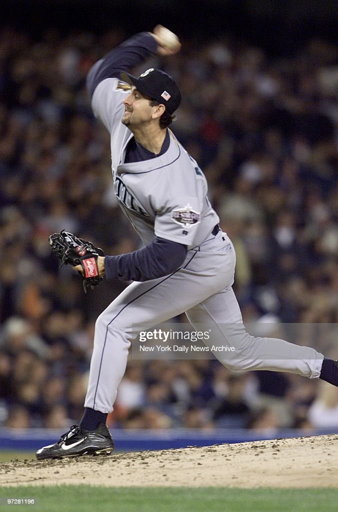 Seattle Mariners' starter Paul Abbott pitches against the New York Yankees in the second inning of Game 4 of the American League Championship Series...
