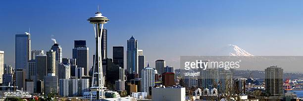 ワシントンのシアトルの街並みのパノラマに広がる幅広