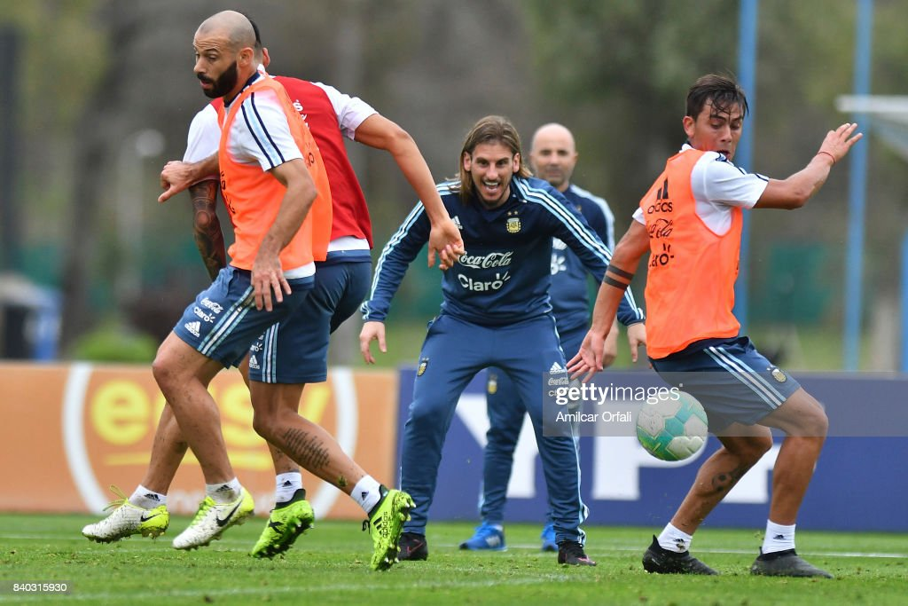 Sebastian Beccacece assistant coach of Argentina gives instructions to his players Javier Mascherano and Paulo Dybala during a training session at 'Julio Humberto Grondona' training camp on August 28, 2017 in Ezeiza, Argentina.