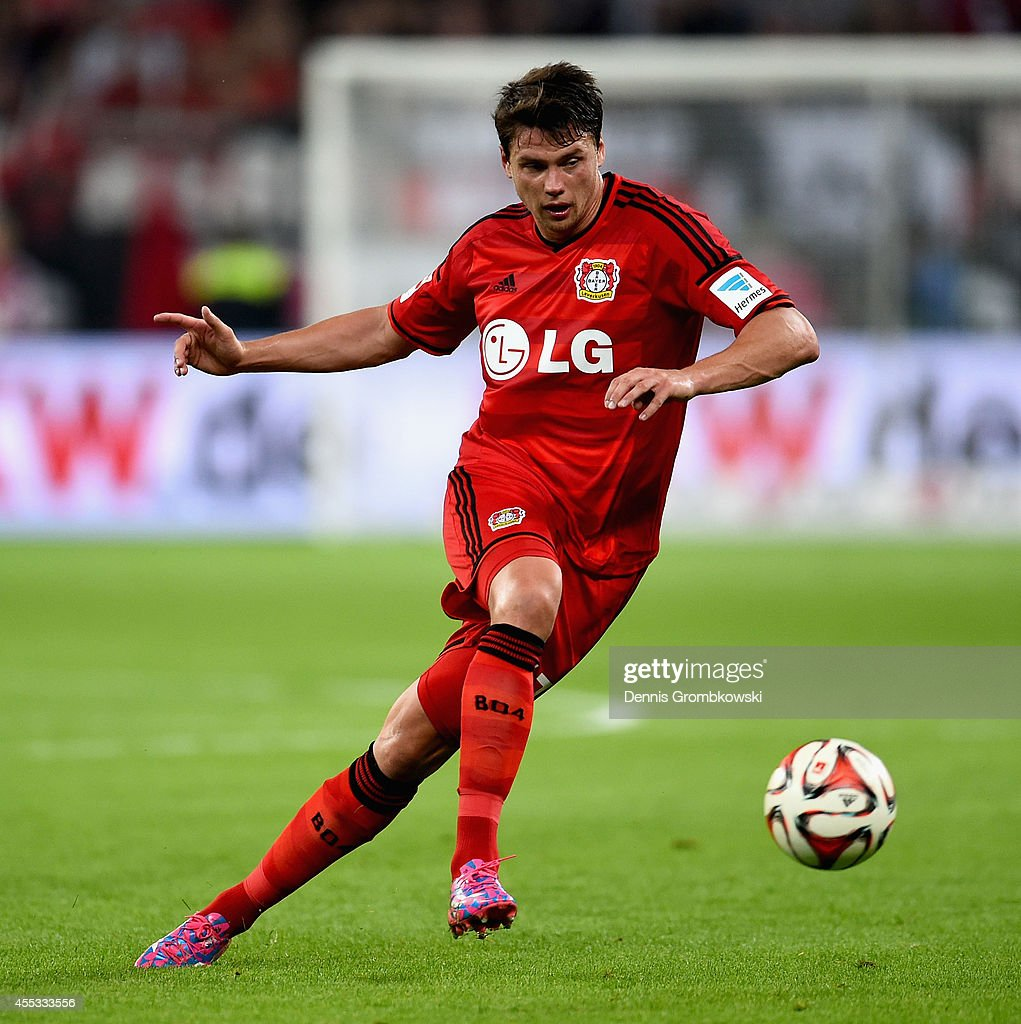 <a gi-track='captionPersonalityLinkClicked' href=/galleries/search?phrase=Sebastian+Boenisch&family=editorial&specificpeople=632472 ng-click='$event.stopPropagation()'>Sebastian Boenisch</a> of Bayer Leverkusen controls the ball during the Bundesliga match between Bayer 04 Leverkusen and Werder Bremen at BayArena on September 12, 2014 in Leverkusen, Germany