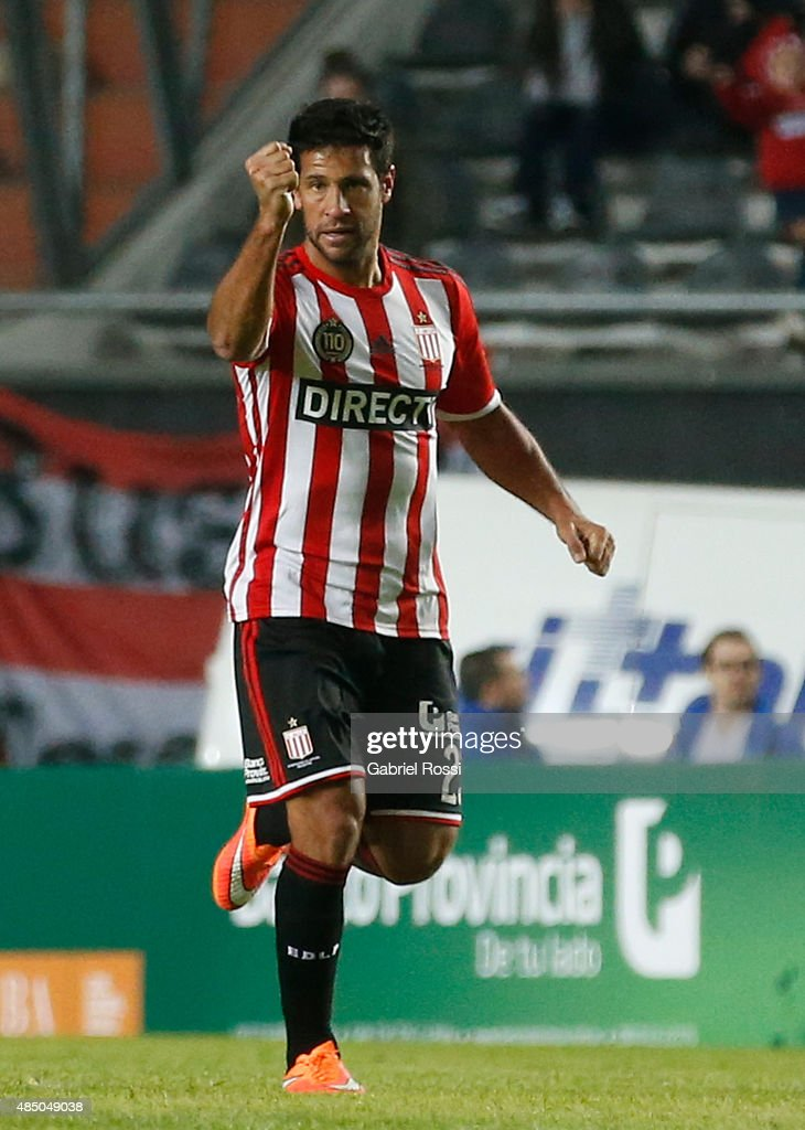 <a gi-track='captionPersonalityLinkClicked' href=/galleries/search?phrase=Sebastian+Dominguez&family=editorial&specificpeople=2474032 ng-click='$event.stopPropagation()'>Sebastian Dominguez</a> of Estudiantes celebrates after scoring the second goal of his team during a match between Estudiantes and River Plate as part of 21st round of Torneo Primera Division 2015 at Ciudad de La Plata Stadium on August 23, 2015 in La Plata, Argentina.