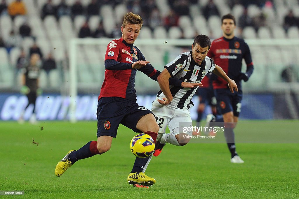 <a gi-track='captionPersonalityLinkClicked' href=/galleries/search?phrase=Sebastian+Giovinco&family=editorial&specificpeople=4284715 ng-click='$event.stopPropagation()'>Sebastian Giovinco</a> (R) of Juventus FC battles with Dario Del Fabro of Cagliari Calcio during the TIM Cup match between Juventus FC and Cagliari Calcio at Juventus Arena on December 12, 2012 in Turin, Italy.