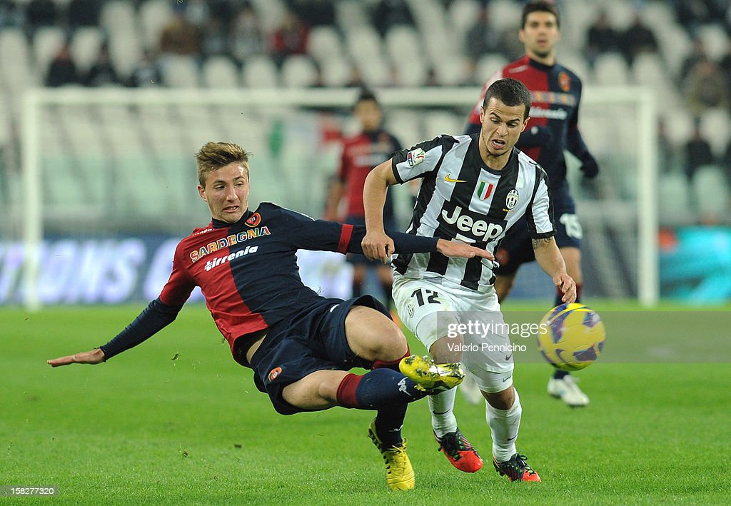 <a gi-track='captionPersonalityLinkClicked' href=/galleries/search?phrase=Sebastian+Giovinco&family=editorial&specificpeople=4284715 ng-click='$event.stopPropagation()'>Sebastian Giovinco</a> (R) of Juventus FC competes with Dario Del Fabro of Cagliari Calcio during the TIM Cup match between Juventus FC and Cagliari Calcio at Juventus Arena on December 12, 2012 in Turin, Italy.