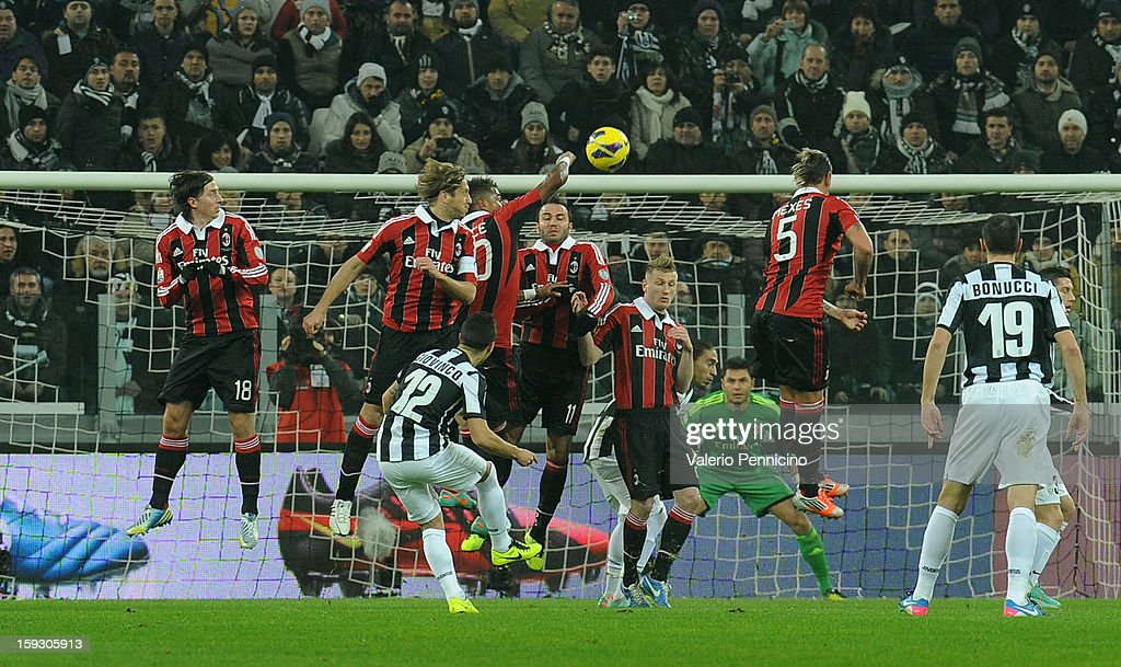 Sebastian Giovinco (C) of Juventus FC scores a goal during the TIM cup match between Juventus FC and AC Milan at Juventus Arena on January 9, 2013 in Turin, Italy.