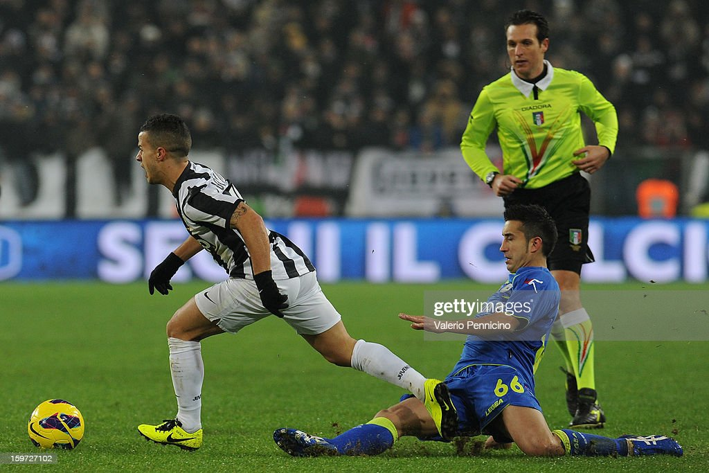 <a gi-track='captionPersonalityLinkClicked' href=/galleries/search?phrase=Sebastian+Giovinco&family=editorial&specificpeople=4284715 ng-click='$event.stopPropagation()'>Sebastian Giovinco</a> (L) of Juventus is challenged by <a gi-track='captionPersonalityLinkClicked' href=/galleries/search?phrase=Giampiero+Pinzi&family=editorial&specificpeople=2164981 ng-click='$event.stopPropagation()'>Giampiero Pinzi</a> of Udinese Calcio during the Serie A match between Juventus and Udinese Calcio at Juventus Arena on January 19, 2013 in Turin, Italy.