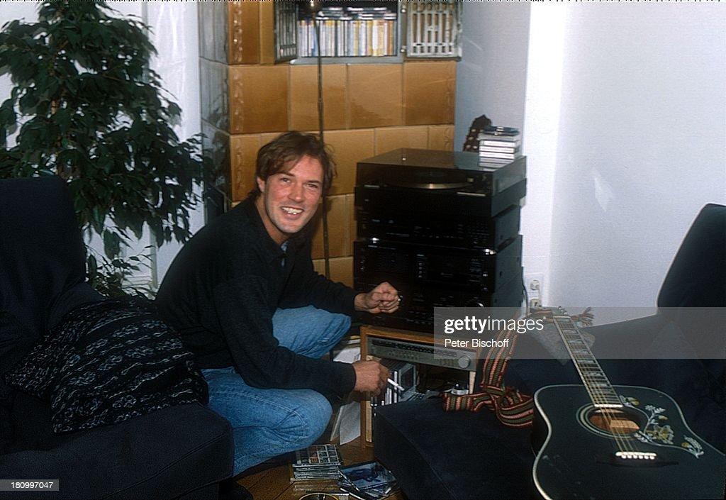 sebastian koch, homestory, 18.03.1994, berlin, deutschland, euro, Wohnzimmer