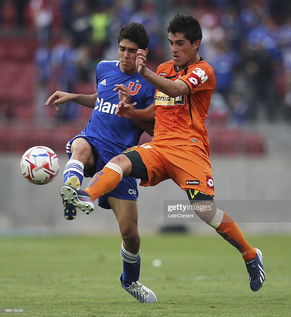 Sebastian Martinez of Universidad de Chile, struggles for the ball with <a gi-track='captionPersonalityLinkClicked' href=/galleries/search?phrase=Francisco+Pizarro&family=editorial&specificpeople=233932 ng-click='$event.stopPropagation()'>Francisco Pizarro</a> of Cobreloa during a match between Universidad de Chile and Cobreloa as part of the Torneo Transicion 2013 at Estadio Nacional on March 30, 2013 in Santiago, Chile.