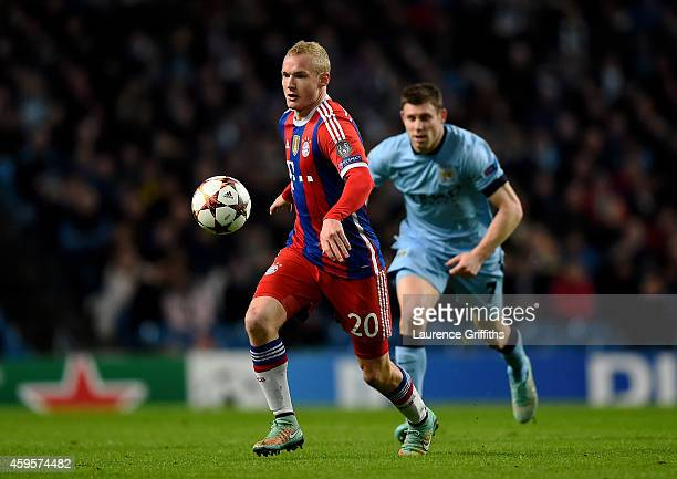 Sebastian Rode of Bayern Muenchen is pursued by James Milner of Manchester City during the UEFA Champions League Group E match between Manchester...