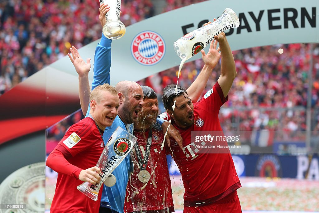 <a gi-track='captionPersonalityLinkClicked' href=/galleries/search?phrase=Sebastian+Rode&family=editorial&specificpeople=5704950 ng-click='$event.stopPropagation()'>Sebastian Rode</a>, Pepe Reina, <a gi-track='captionPersonalityLinkClicked' href=/galleries/search?phrase=Xabi+Alonso&family=editorial&specificpeople=213833 ng-click='$event.stopPropagation()'>Xabi Alonso</a> and <a gi-track='captionPersonalityLinkClicked' href=/galleries/search?phrase=Claudio+Pizarro&family=editorial&specificpeople=217807 ng-click='$event.stopPropagation()'>Claudio Pizarro</a> of Bayern Muenchen celebrate following the Bundesliga match between FC Bayern Muenchen and 1. FSV Mainz 05 at the Allianz Arena on May 23, 2015 in Munich, Germany.