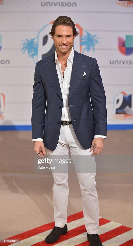 Sebastian Rulli arrives at Premios Juventud 2013 at Bank United Center on July 18, 2013 in Miami, Florida.