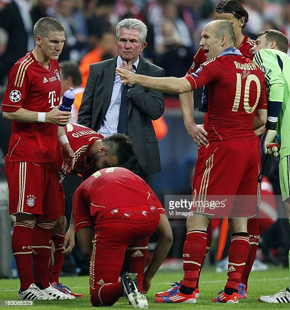 Sebastian Schweinsteiger Jupp Heynkes Arjen Robben during the UEFA Champions League final football match between FC Bayern Munich and Chelsea FC on...