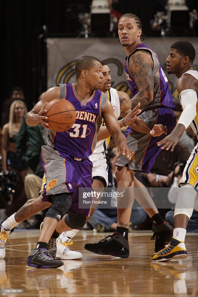 <a gi-track='captionPersonalityLinkClicked' href=/galleries/search?phrase=Sebastian+Telfair&family=editorial&specificpeople=202087 ng-click='$event.stopPropagation()'>Sebastian Telfair</a> #31 of the Phoenix Suns drives against George Hill #3 and Paul George #24 of the Indiana Pacers on December 28, 2012 at Bankers Life Fieldhouse in Indianapolis, Indiana.