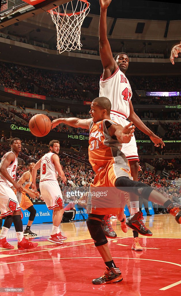 Sebastian Telfair #31 of the Phoenix Suns goes for a loose ball ahead of Nazr Mohammed #48 of the Chicago Bulls on January 12, 2013 at the United Center in Chicago, Illinois.