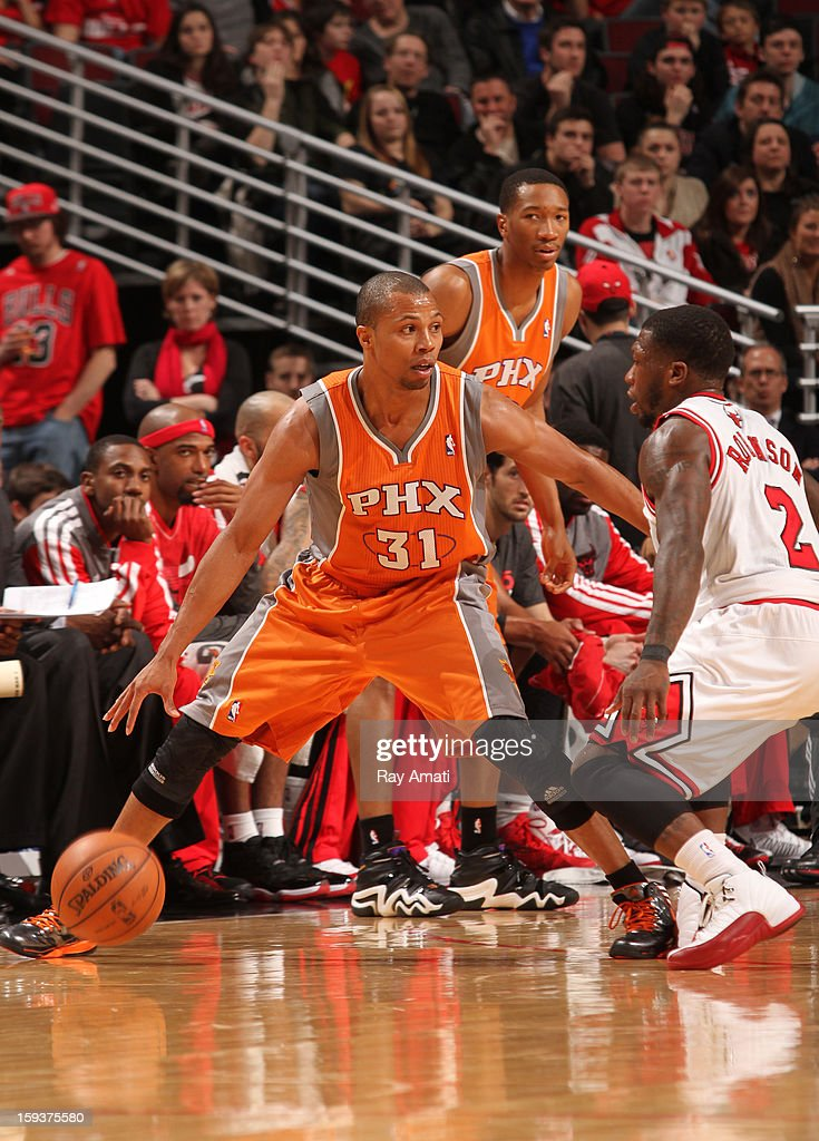 Sebastian Telfair #31 of the Phoenix Suns prepares to drive on Nate Robinson #2 of the Chicago Bulls on January 12, 2013 at the United Center in Chicago, Illinois.