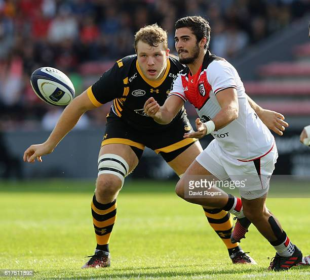 Sebastien Bezy of Toulouse passes the ball during the European Champions Cup match between Toulouse and Wasps at Stade Ernest Wallon on October 23...