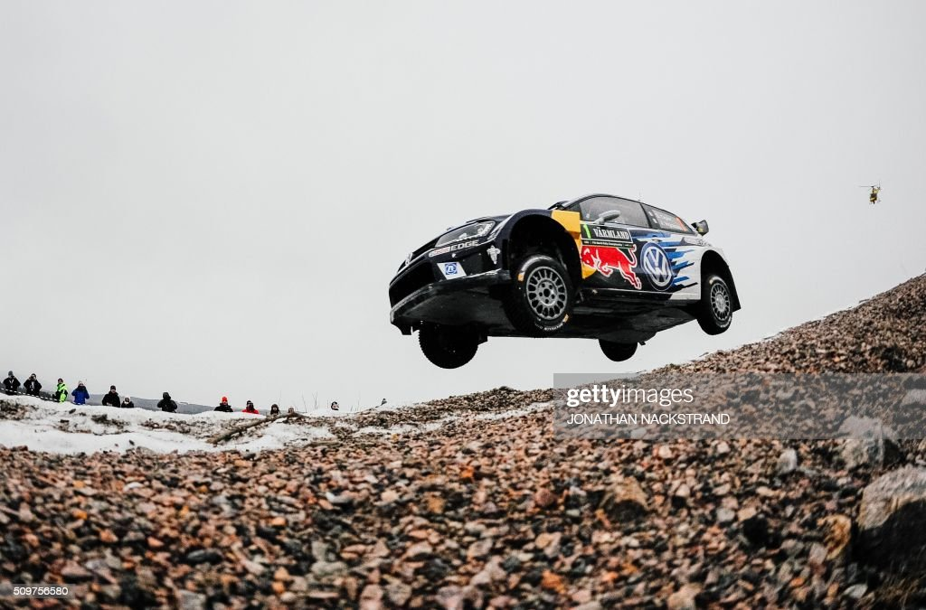 Sebastian Ogier of France and his co-driver Julien Ingrassia steer their Volkswagen Polo during the 2nd stage of the Rally Sweden, second round of the FIA World Rally Championship on February 12, 2016 in Torsby, Sweden. / AFP / JONATHAN NACKSTRAND
