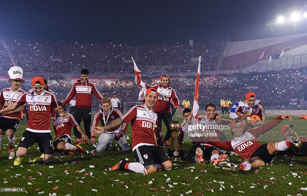 Sebastián Driussi and teammates of River Plate celebrate with the trophy after winning the Recopa Sudamericana 2016 during a second leg match between...
