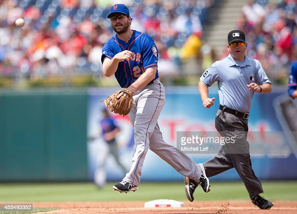 Second baseman Daniel Murphy of the New York Mets thorws out a runner in the bottom of the second inning against the Philadelphia Phillies on August...