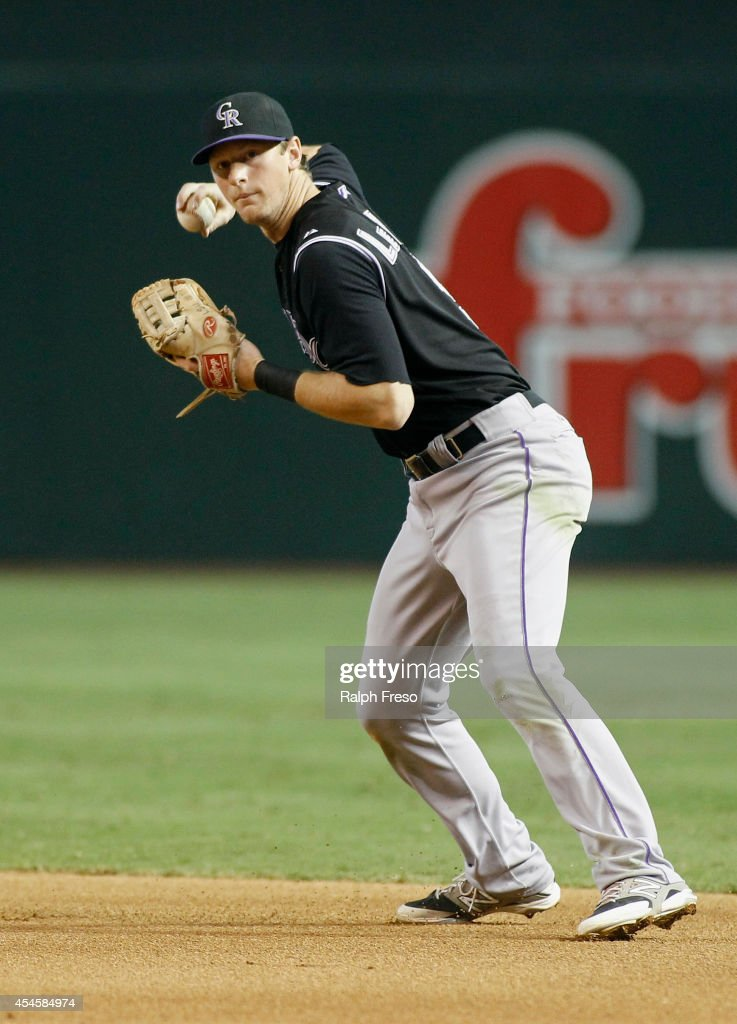 Second baseman D.J. LeMahieu #9 of the Colorado Rockies throws to first a ground ball against the Arizona Diamondbacks during the seventh inning of a MLB game at Chase Field on August 31, 2014 in Phoenix, Arizona.