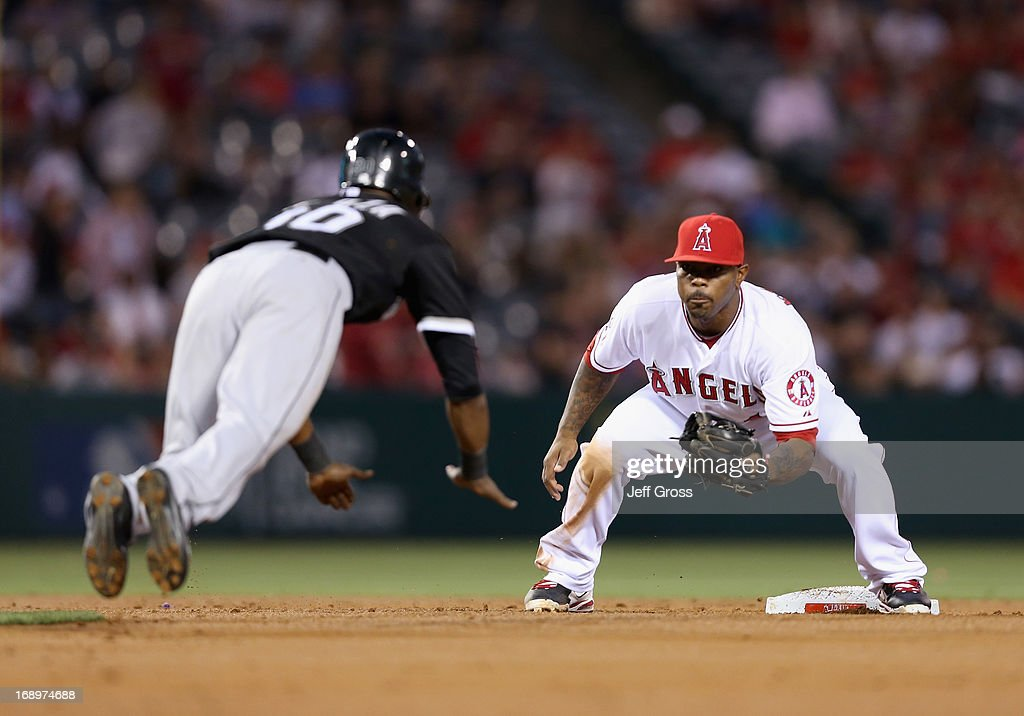 Second baseman <a gi-track='captionPersonalityLinkClicked' href=/galleries/search?phrase=Howie+Kendrick&family=editorial&specificpeople=628938 ng-click='$event.stopPropagation()'>Howie Kendrick</a> #47 of the Los Angeles Angels of Anaheim waits to tag out <a gi-track='captionPersonalityLinkClicked' href=/galleries/search?phrase=Alejandro+De+Aza&family=editorial&specificpeople=4181650 ng-click='$event.stopPropagation()'>Alejandro De Aza</a> #30 of the Chicago White Sox on a steal attempt in the third inning at Angel Stadium of Anaheim on May 17, 2013 in Anaheim, California.