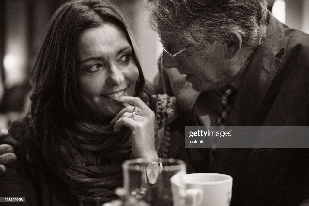 A second chance... First romantic evening in a cafe for a mature couple after some years of solitude. The woman is acting in shyer manner than the man. : Stockfoto