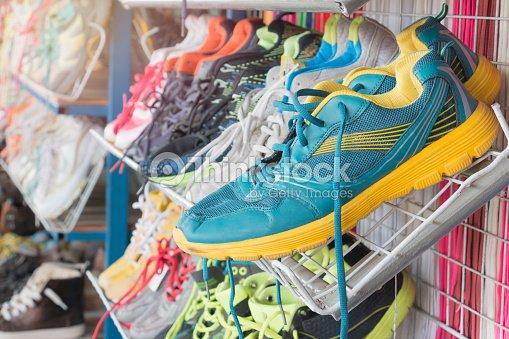 a3e16f7f Zapatos De Segunda Mano Foto de stock - Thinkstock