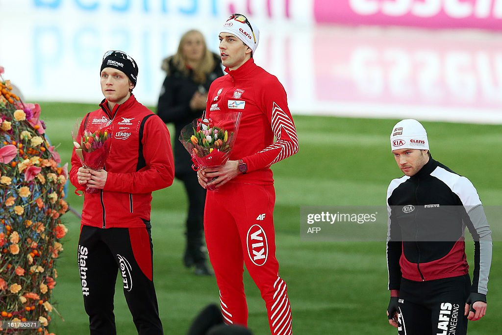 Second placed Norway's Havard Boekko, winner Poland's Zbigniew Bródka and third placed Latvia's Haralds Silovs pose on the podium after the 500m men event of the World Speedskating Championships on February 16, 2013 in Hamar, Central Norway. AFP PHOTO / Hakon Mosvold Larsen +++ NORWAY OUT