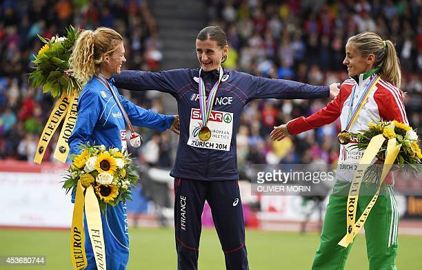 Secondplaced Italy's Valeria Straneo winner France's Christelle Daunay and thirdplaced Portugal's Jessica Augusto pose on the podium during the...