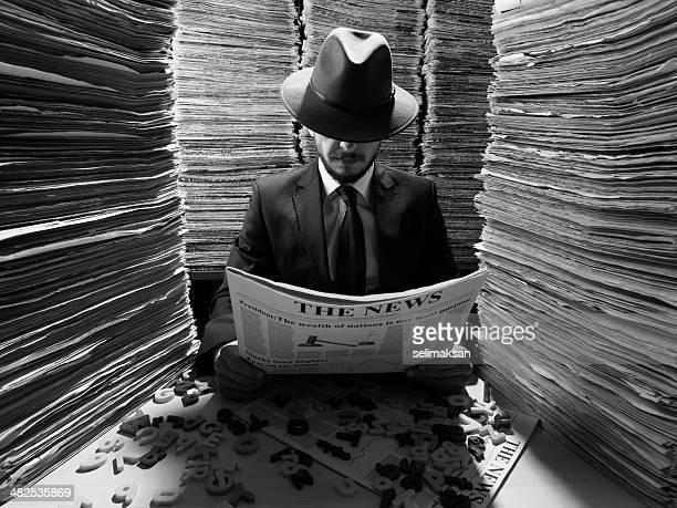 Agente secreto Jornal de leitura de escuro para Censura