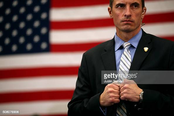 S secret service agent monitors the crowd as Democratic presidential candidate former Secretary of State Hillary Clinton speaks during a campaign...
