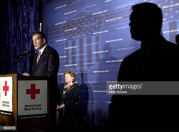 S Secret Service agent stands guard as US Department of Homeland Security Secretary Tom Ridge speaks about the new emergency preparedness campaign...