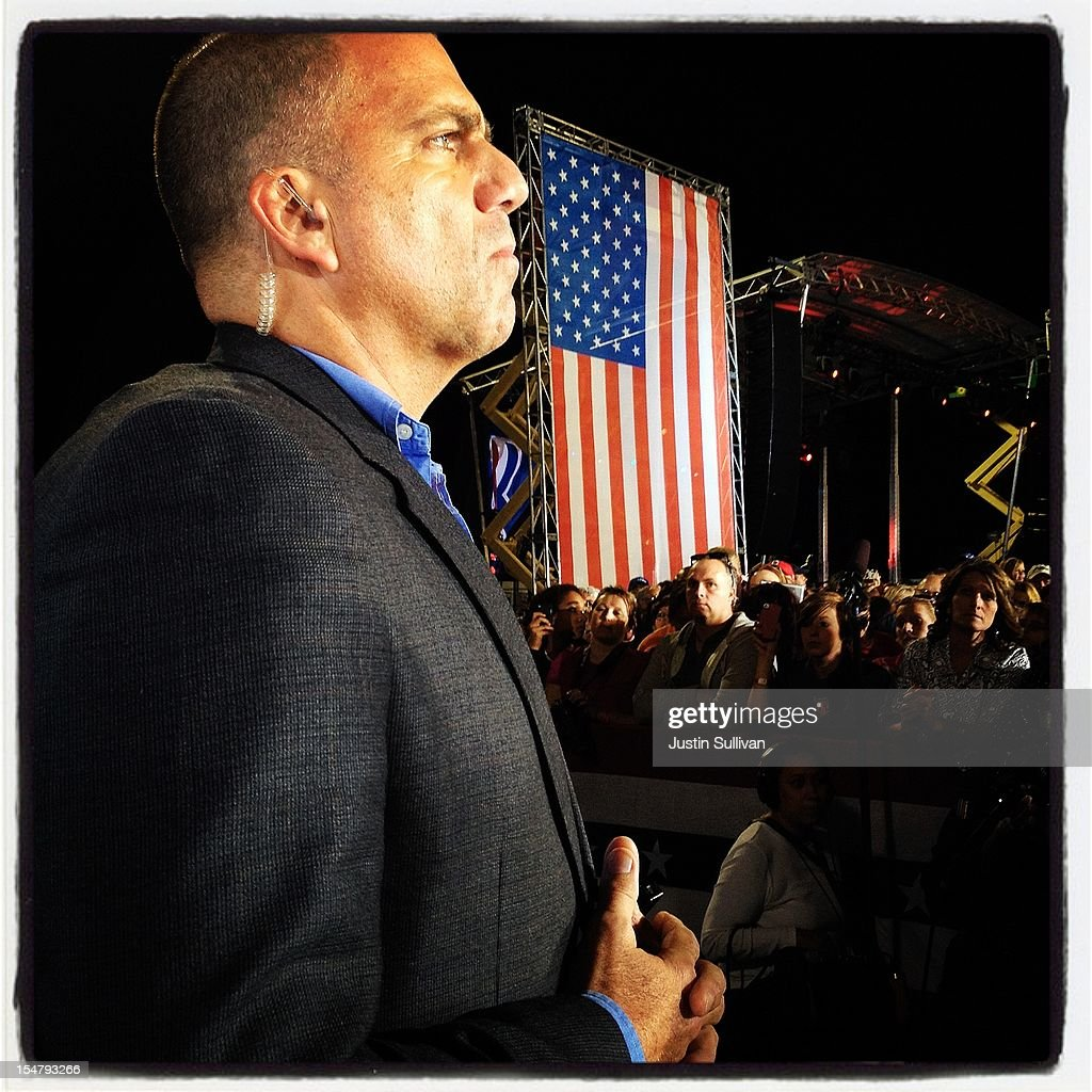A Secret Service agent stands guard during a campagn speech by Republican presidential candidate, former Massachusetts Gov. Mitt Romney at Defiance High School October 25, 2012 in Defiance, Ohio. Mitt Romney is campaigning in Ohio with less than two weeks to go before the election.