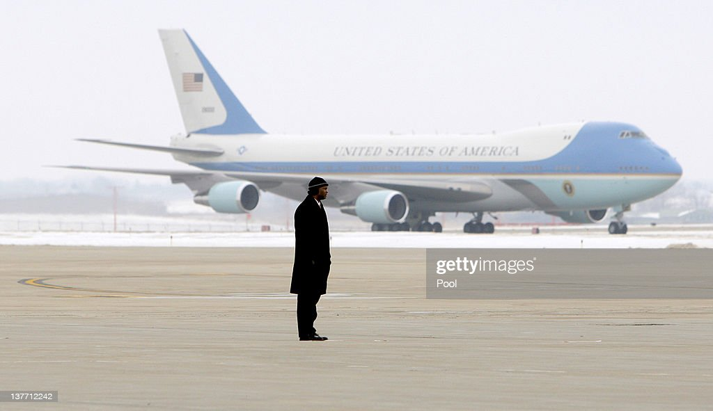 A secret service agent stands on the tarmac as Air Force One, carrying President Barack Obama taxis at The Eastern Iowa Airport January 25, 2012 in Cedar Rapids, Iowa. Obama, who is on a three-day tour, spoke about manufacturing and the economy during the speech.