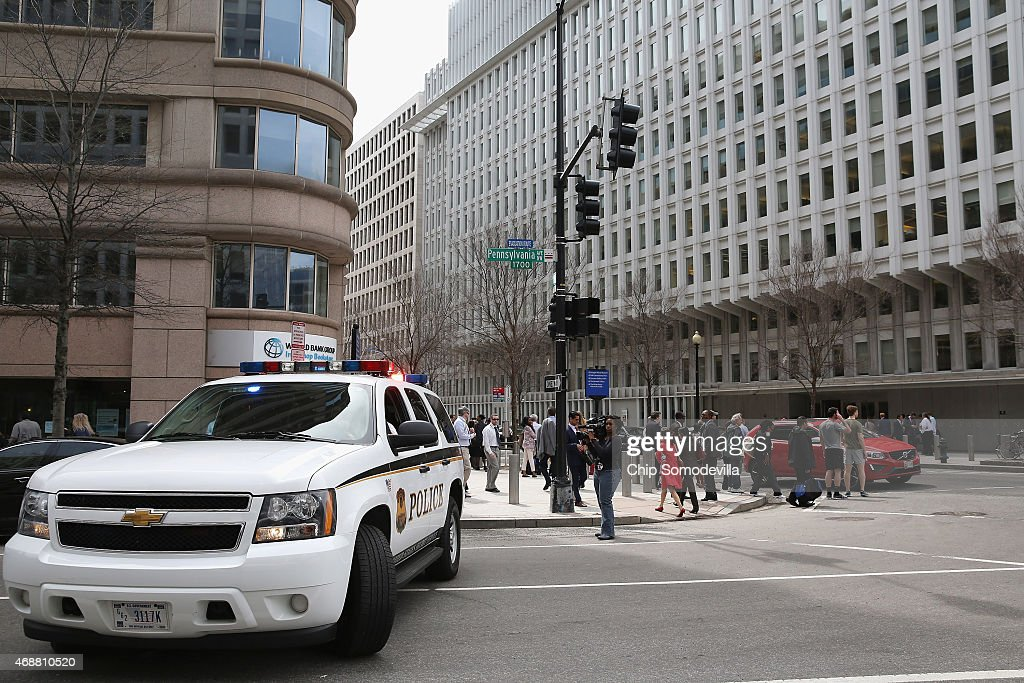 S Secret Service Uniform Division patrol vehicle blocks eastbound traffic at the intersection of 18th Street NW and Pennsylvania Avenue after an...