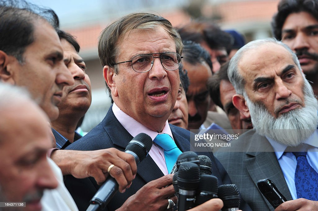 Secretary Election Commission of Pakistan Ishtiaque Ahmed (C) talks with the media after a meeting to discuss the caretaker Prime Minister in Islamabad on March 23, 2013. Ahmed said the commission had two days to decide a name for the caretaker prime minister. AFP PHOTO/ Farooq NAEEM