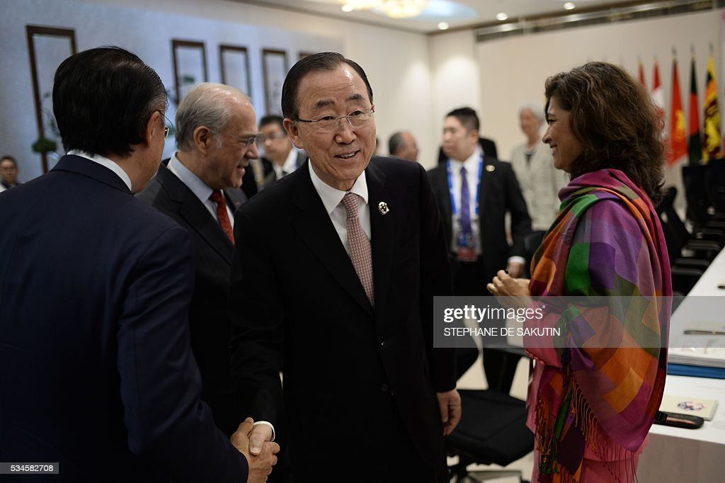UN Secretary General Ban Ki-moon (C) takes part in a dialogue with world leaders at the G7 Summit in Shima in Mie prefecture on May 27, 2016. A British secession from the European Union in next month's referendum could have disastrous economic consequences, G7 leaders warned on May 27 at the close of the summit in Japan. / AFP / STEPHANE