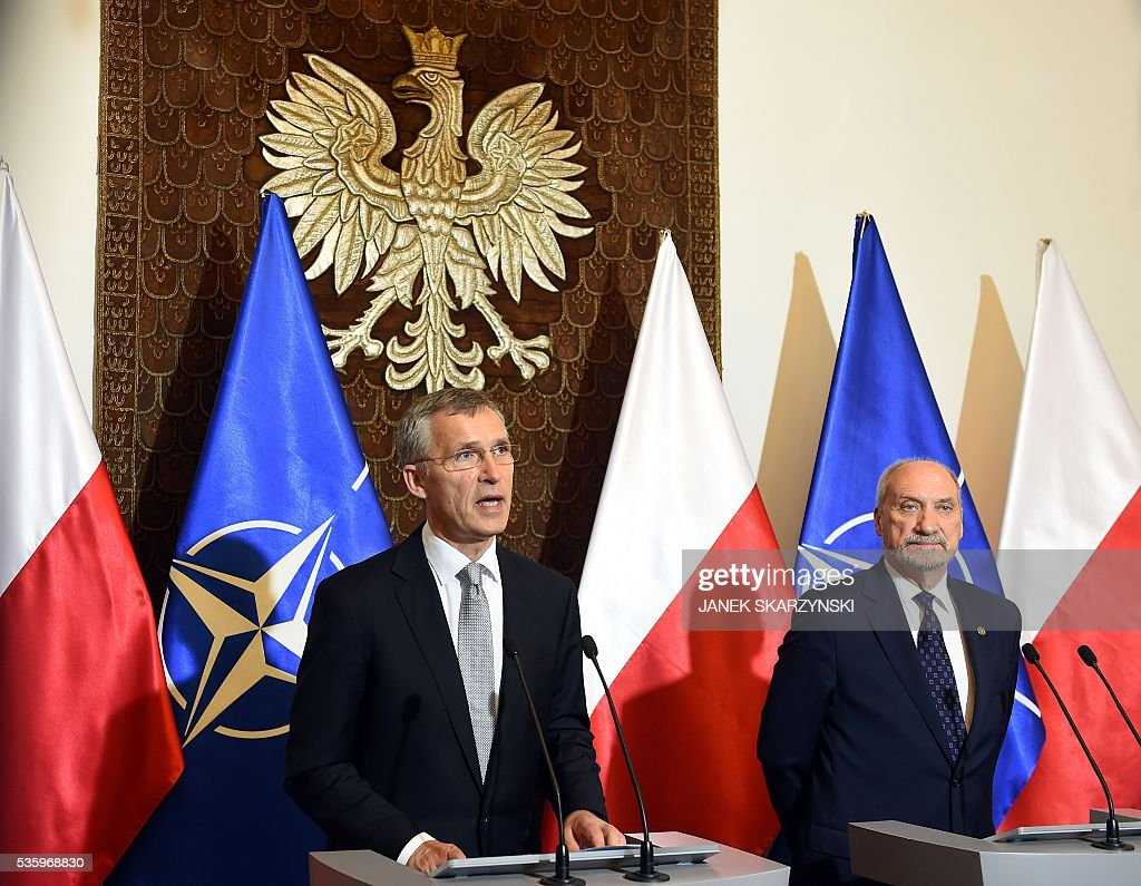 Secretary General Jens Stoltenberg (L) and Polish Defence Minister Anoni Macierewicz attend a meeting ahead of a NATO summit on May 31, 2016 in Warsaw. / AFP / JANEK