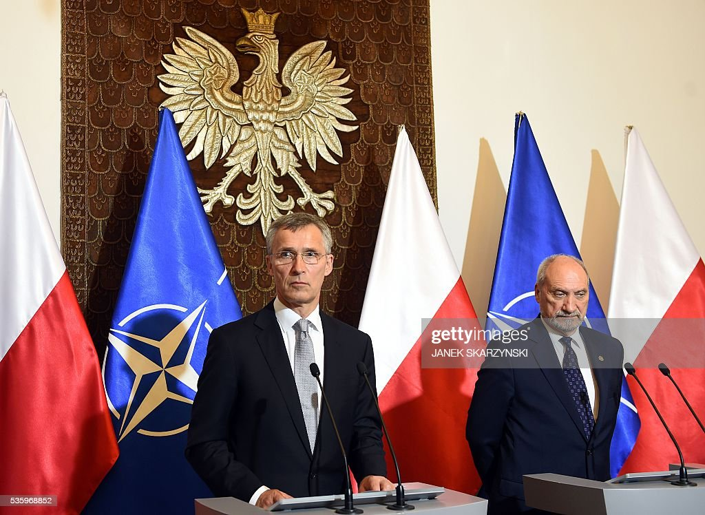 Secretary General Jens Stoltenberg (L) and Polish Defence Minister Anoni Macierewicz attend a meeting ahead of a NATO summit, on May 31, 2016 in Warsaw. / AFP / JANEK