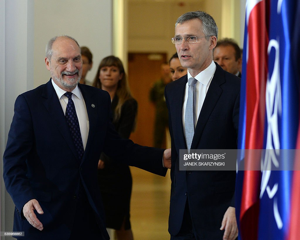 Secretary General Jens Stoltenberg (R) and Polish Defence Minister Anoni Macierewicz arrive for a meeting ahead of a NATO summit, on May 31, 2016 in Warsaw. / AFP / JANEK