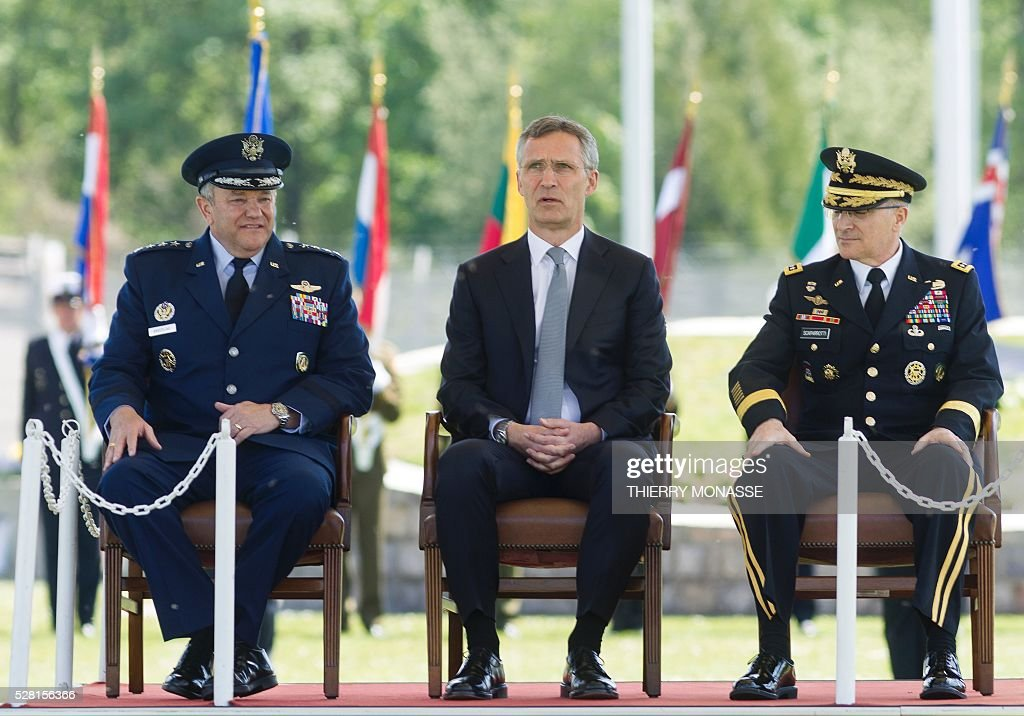 Secretary general Jens Stoltenberg (C) sits between outgoing Supreme Allied Commander Europe (SACEUR) General Philip Mark Breedlove (L) and new SACEUR top commander General Curtis Michael Mike Scaparrotti (R), on May 4, 2016, during the change of command ceremony for NATOs SACEUR at Supreme Headquarters Allied Powers Europe (SHAPE), in Mons. / AFP / Thierry Monasse