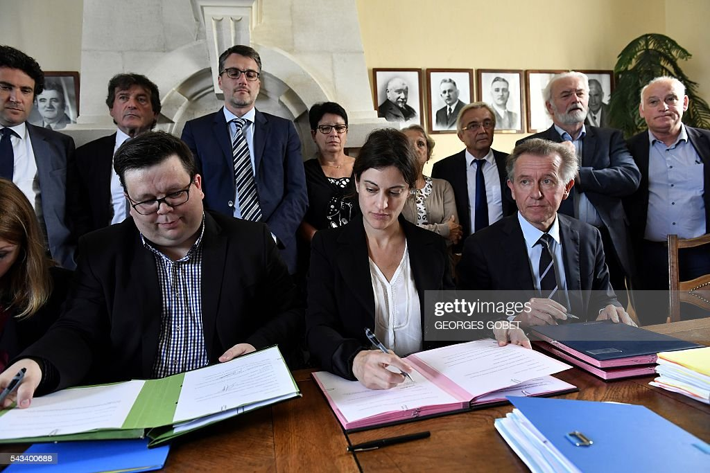 Secretary general of the Federation nationale des victimes d'attentats et d'accidents collectifs (Fenvac - National Federation of Victims of Bombings and Mass Accidents) Stephane Gicquel, French Junior Minister for Victims Aid Juliette Meadel, Public Prosecutor for Libourne Christophe Auger sign on June 28, 2016 in Puisseguin an amicable agreement on the compensation for relatives of the victims of the road accident where a coach carrying elderly day-trippers collided with a lorry that killed 43 people on October 23, 2015 near the village of Puisseguin. The majority of the beneficiaries of the 43 killed persons during the accident, will receive a compensation of 11 millions euros from the insurances, announced their lawyers on June 28, 2016. / AFP / GEORGES