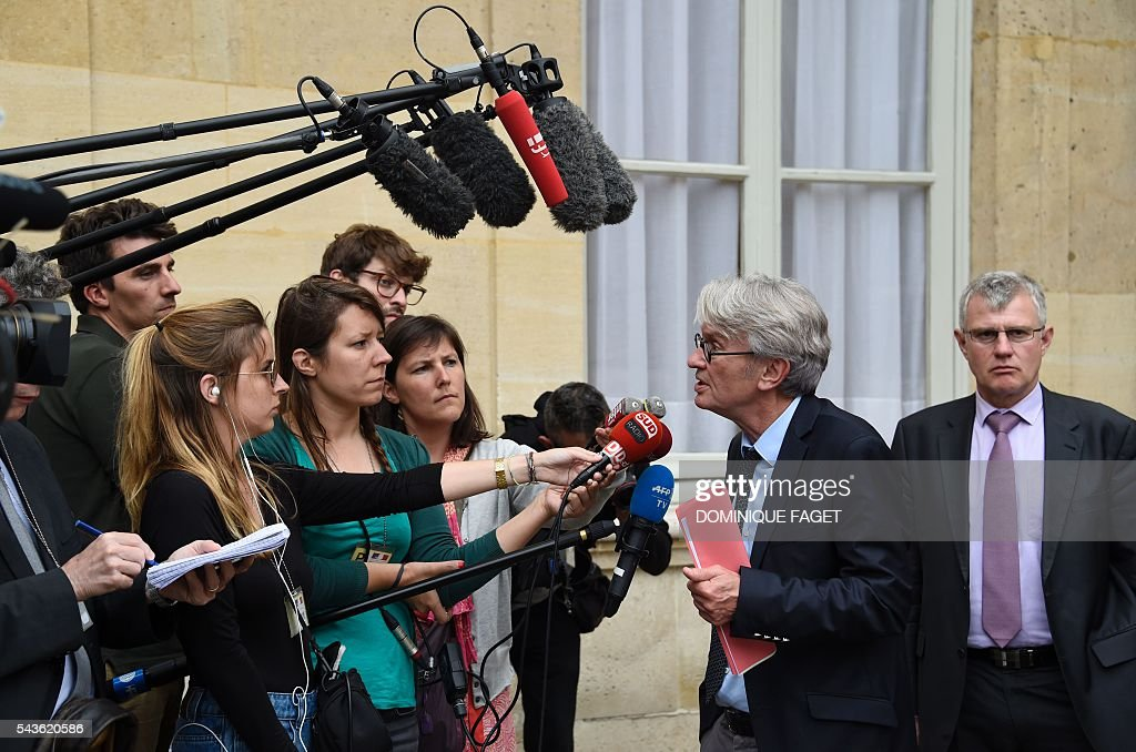 Secretary General of the French worker's union Force Ouvriere (FO), Jean-Claude Mailly answers journalists' questions at the Hotel Matignon in Paris on June 29, 2016 after a meeting on the Socialist government's labour reforms with French Prime minister and French Labour minister. / AFP / DOMINIQUE